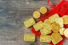 chinese-new-year-red-pockets-chocolate-coins